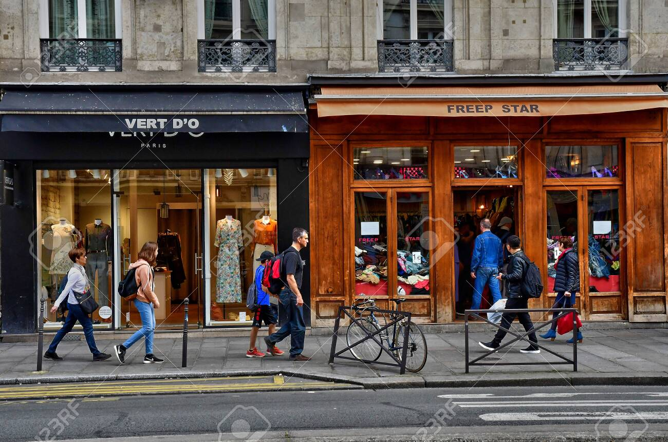 Paris France April 2 2017 The Rivoli Street Stock Photo Picture And Royalty Free Image Image 123570433