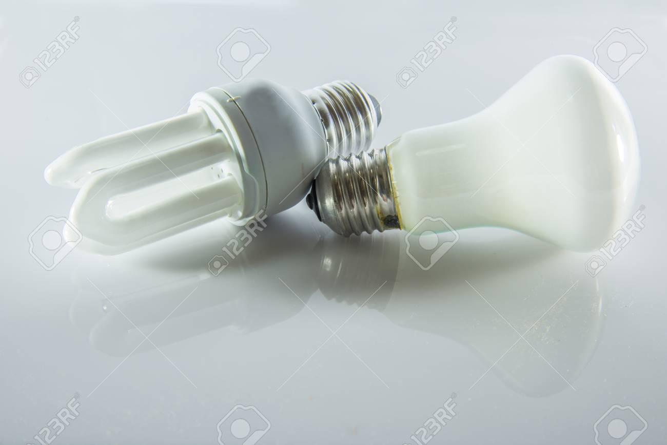 Immagini stock le lampade fluorescenti compatte su sfondo bianco
