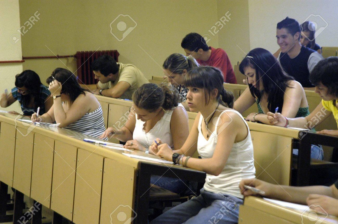 las pruebas de selectividad para acceder a la universidad, en la Facultad de Farmacia de la Universidad de Granada 19/06/2007 Foto de archivo - 9588096