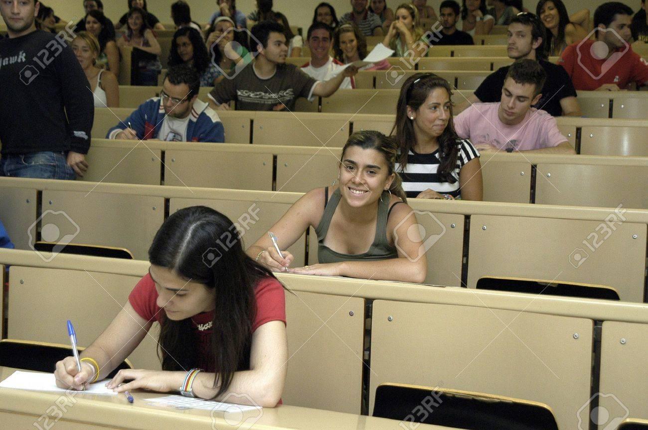 pruebas de selectividad para acceso a la Universidad, en la Facultad de farmacia de la Universidad de granada 19.6.2007 Foto de archivo - 9588058