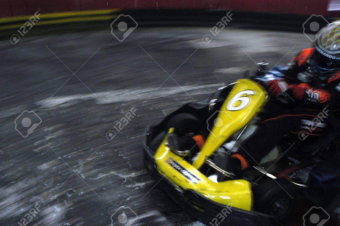 carrera de 2008/11/05 - granada-España-karts en un circuito de karting indoor de granada Foto de archivo - 9588400
