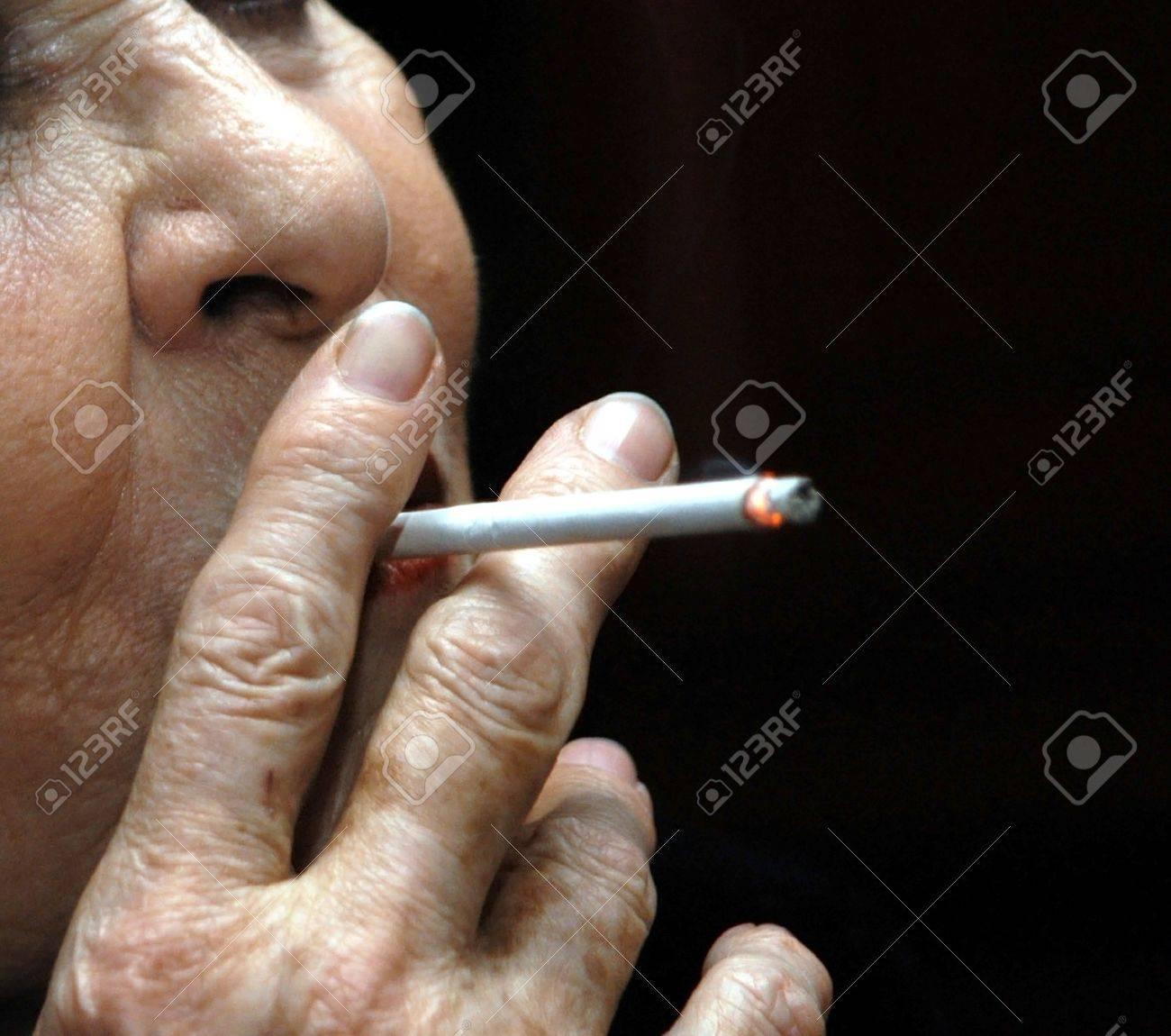 fumar solo Foto de archivo - 8833470