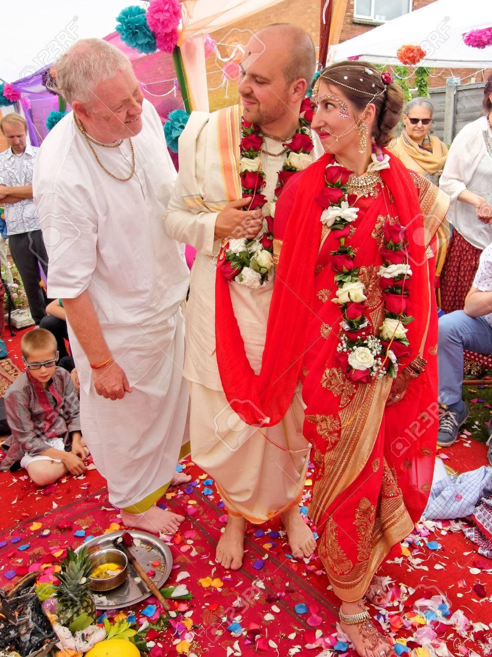 Matrimonio In Inghilterra : Immagini stock bushey giugno matrimonio indù nella
