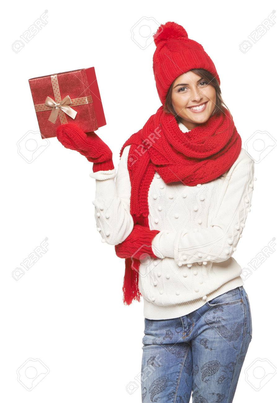 Weihnachtsgeschenk. Lächelnd Schöne Frau Im Winter Roten Hut Und ...