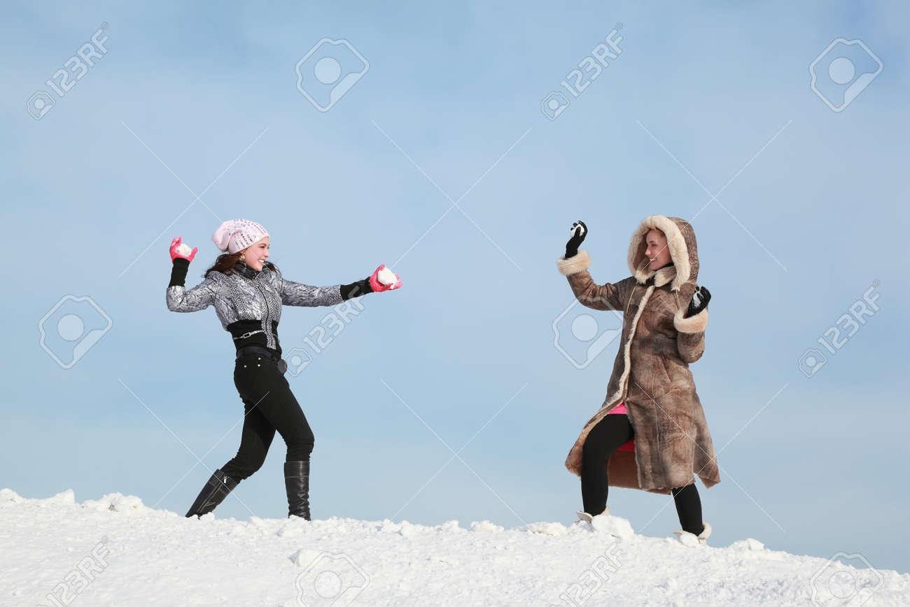 Девочки лесбиянки играли в снежки фото 632-760