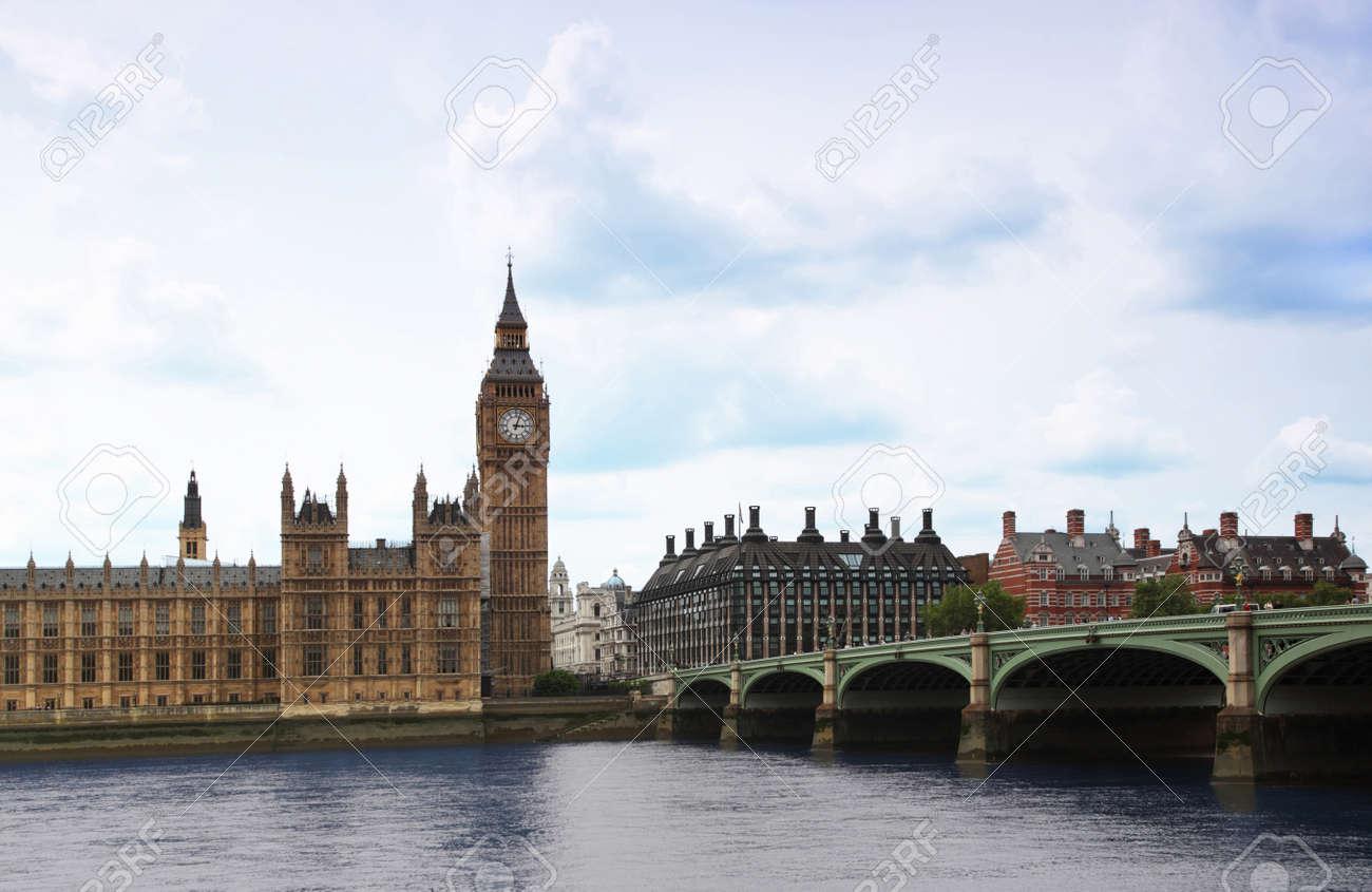 Le Pont De Westminster Avec Big Ben Horloge Tour A Londres Big Ben Est L Un Des Plus Connus De Londres Reperes