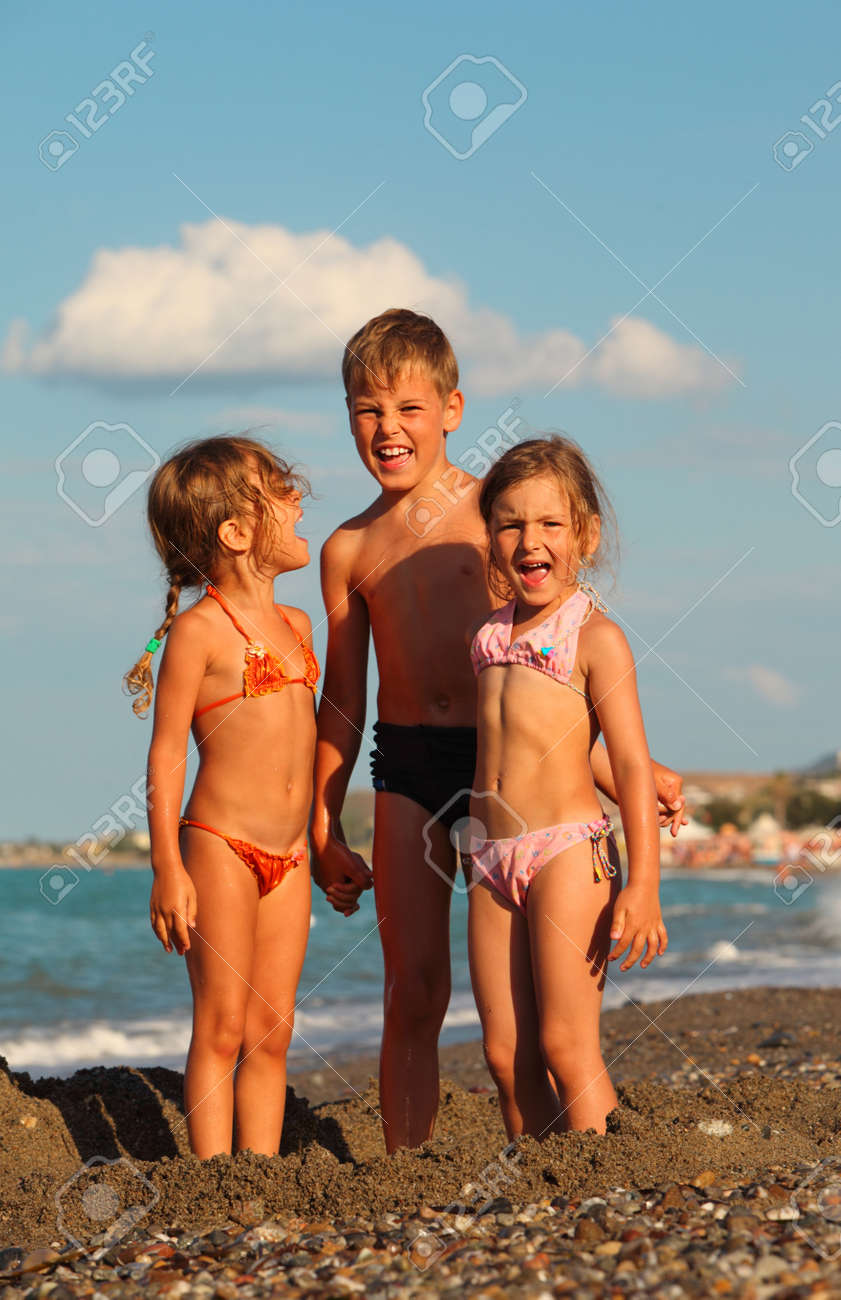 Семейный нудистский пляж - откровенные фотографии