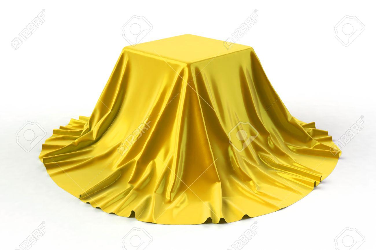 La Boite Jaune Prix boîte recouverte de tissu jaune doré. isolé sur fond blanc. award, prix,  concept de présentation. stand d'exposition. révéler un objet caché. lever  le