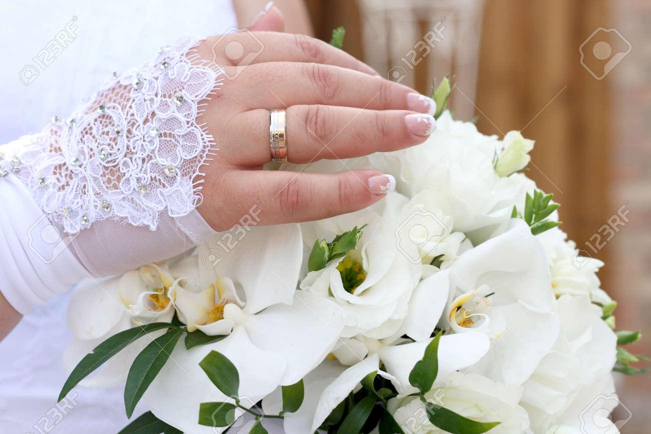 Brautstrauss Aus Orchideen Und Braut Mit Einem Ring Lizenzfreie Fotos