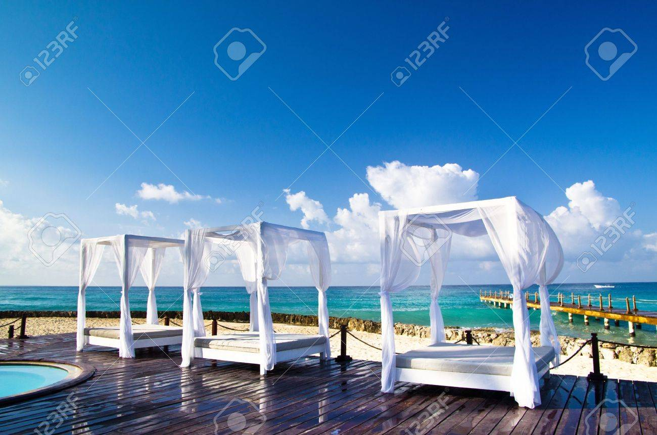 Pavilion and swimming pool in luxury resort Stock Photo - 18451226