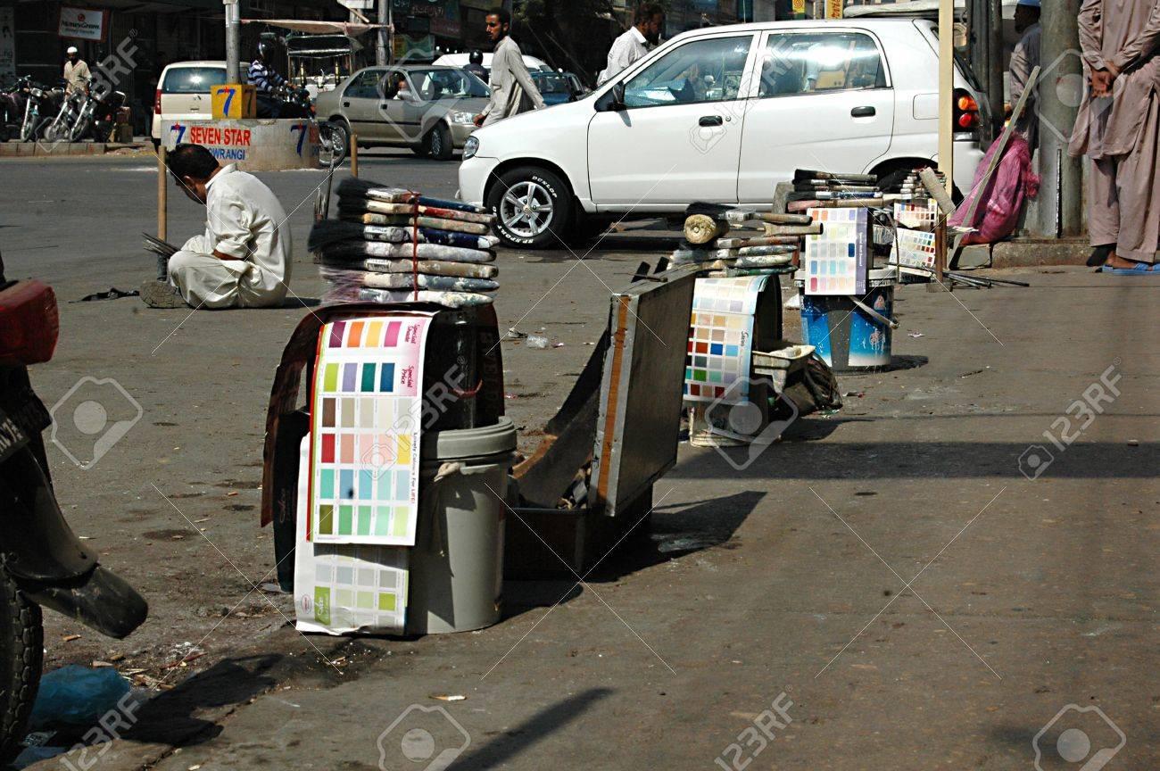 KARACHI/PAKISTAN_ Pakistani jobless males waiting for empolyers