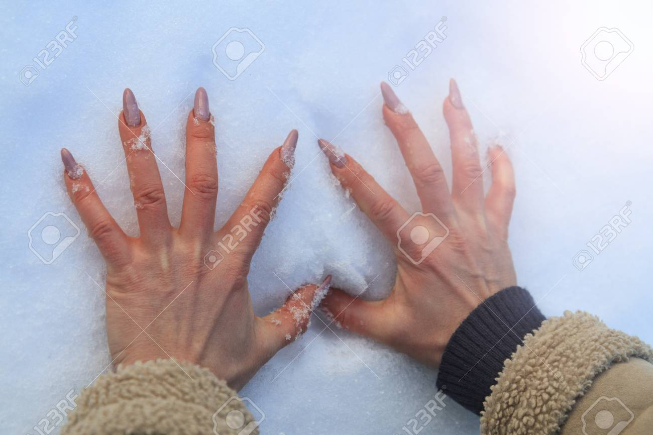 Women Beautiful Hand Made Prints In The Snow With Sunny Hotspot Nail