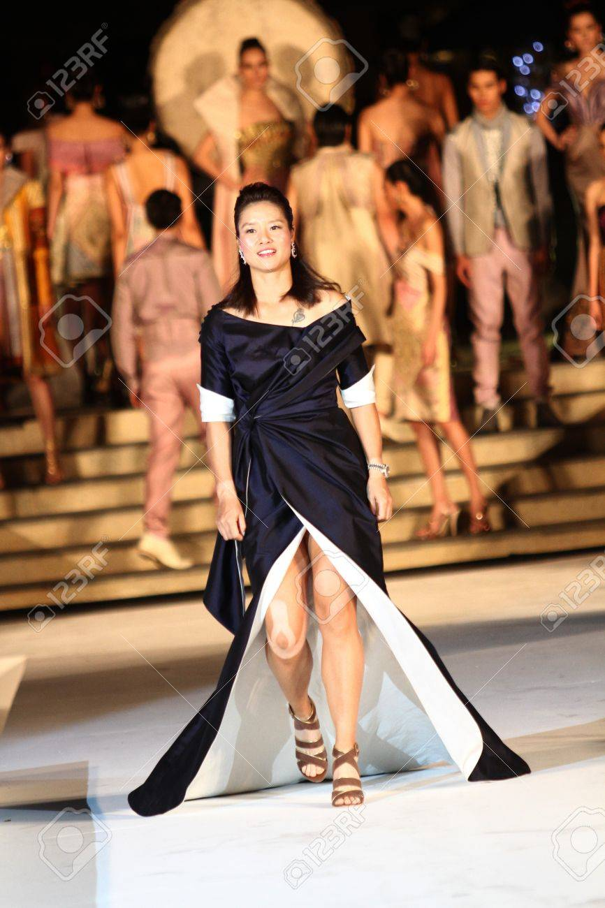 Hua Hin - December 28:Li na of China walk in catwalk in concept Thai silk. Before tennis Match
