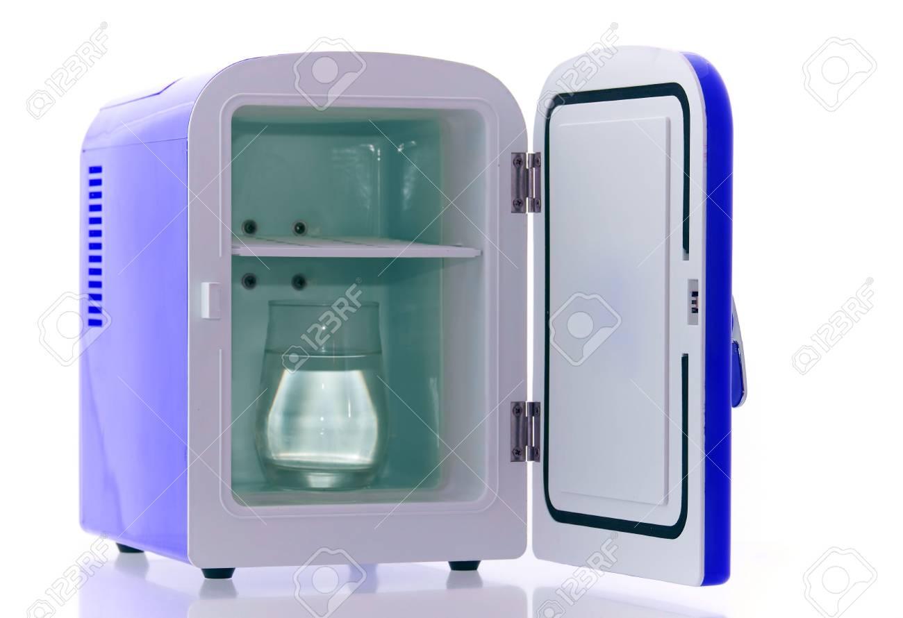 Mini Kühlschrank : Glänzende helle blaue mini kühlschrank lizenzfreie fotos bilder und