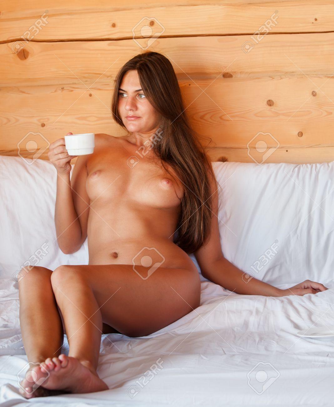giovani donne nudo immagini