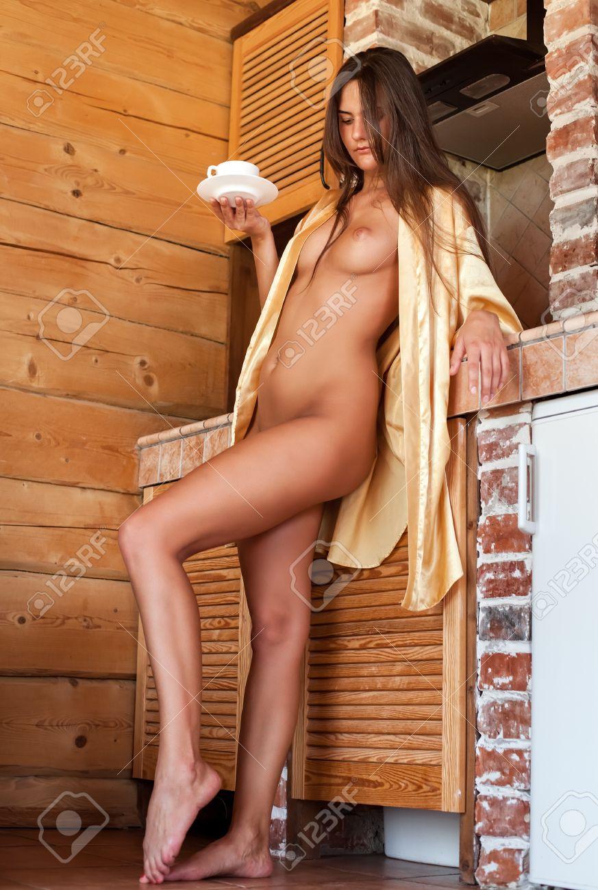Der in küche frau nackte Nackte Mutter