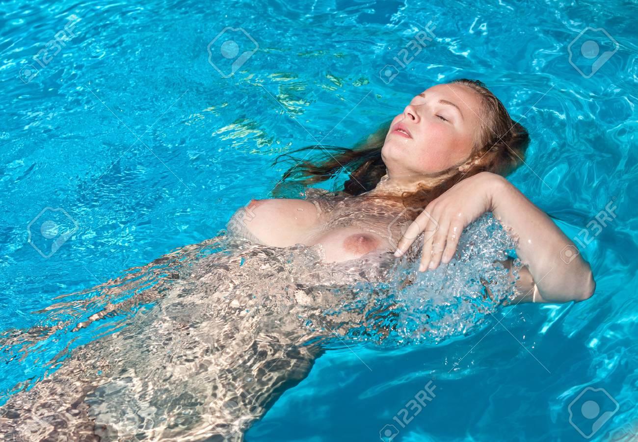 Favdolls naked pool