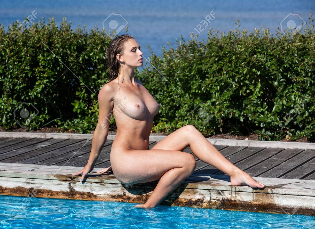 Mädchen schwimmbad nackte im Beeindruckende frische,
