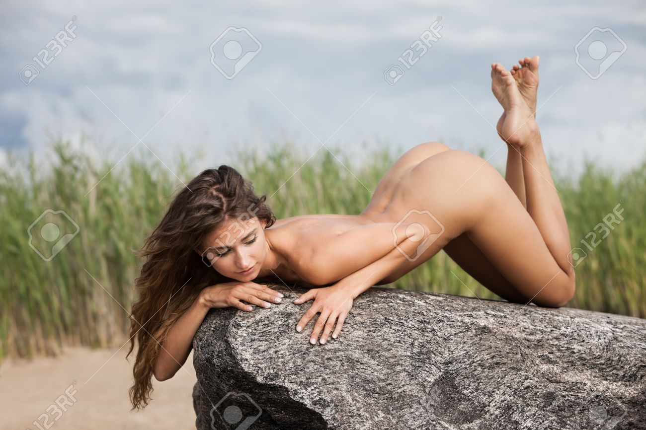 Natur nackte frau in der Rothaarige Frau