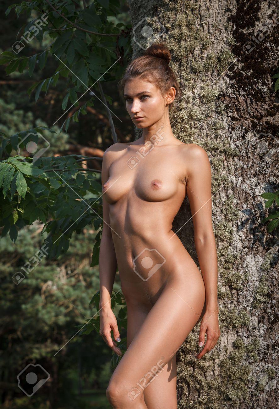 frau nackt in natur