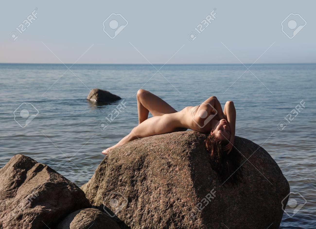 Nackt junge frauen fkk Hübsche junge