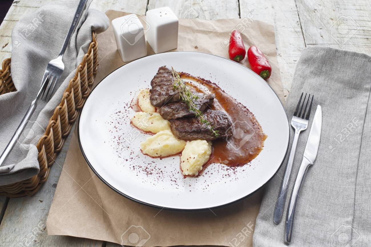 Beef Medallion or Mignon with Mashed Potato - 128653930
