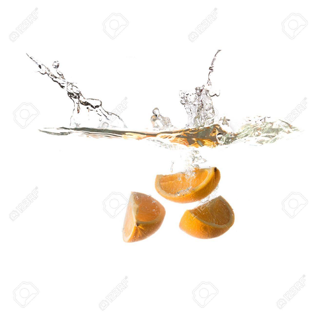 Orange Spritzen Auf Dem Wasser, Isoliert Auf Weißem Hintergrund ...