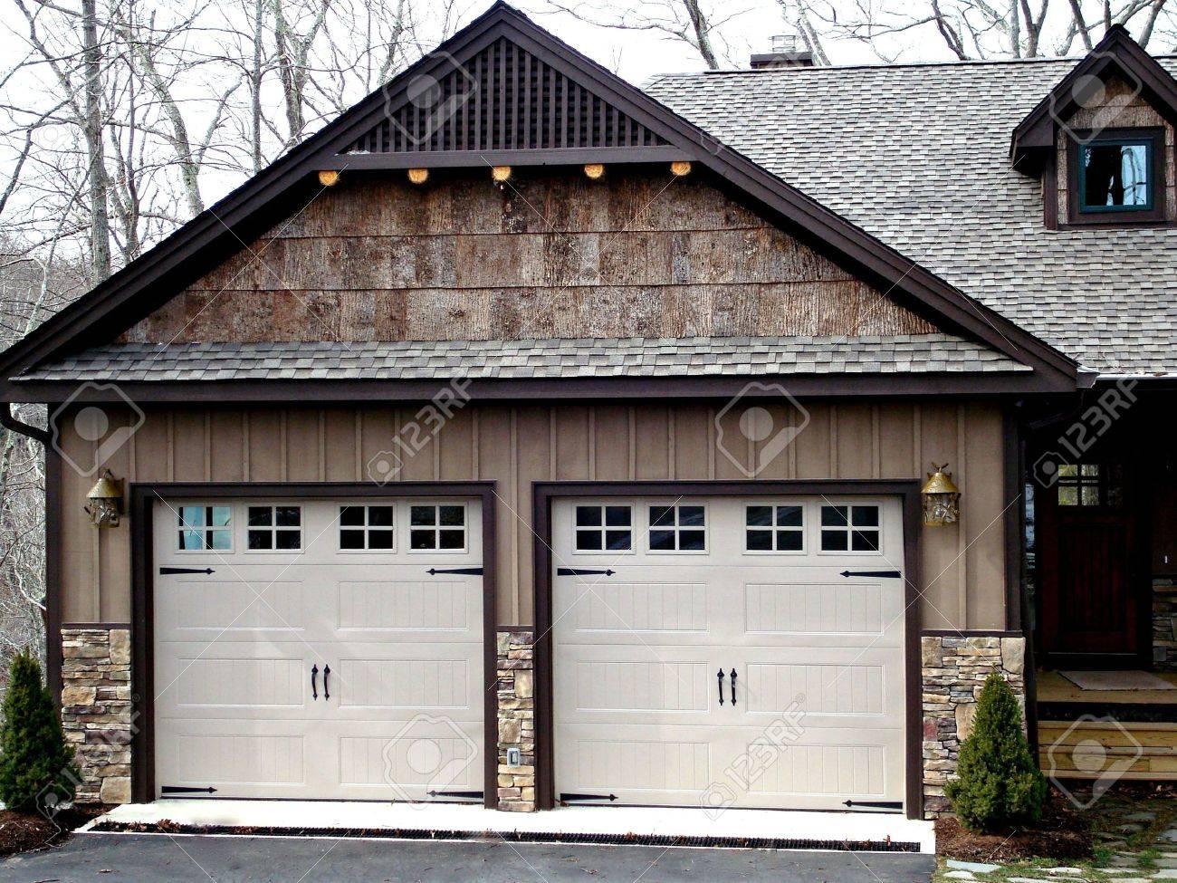 Double Garage Doors On Modern Home Stock Photo - 2547837