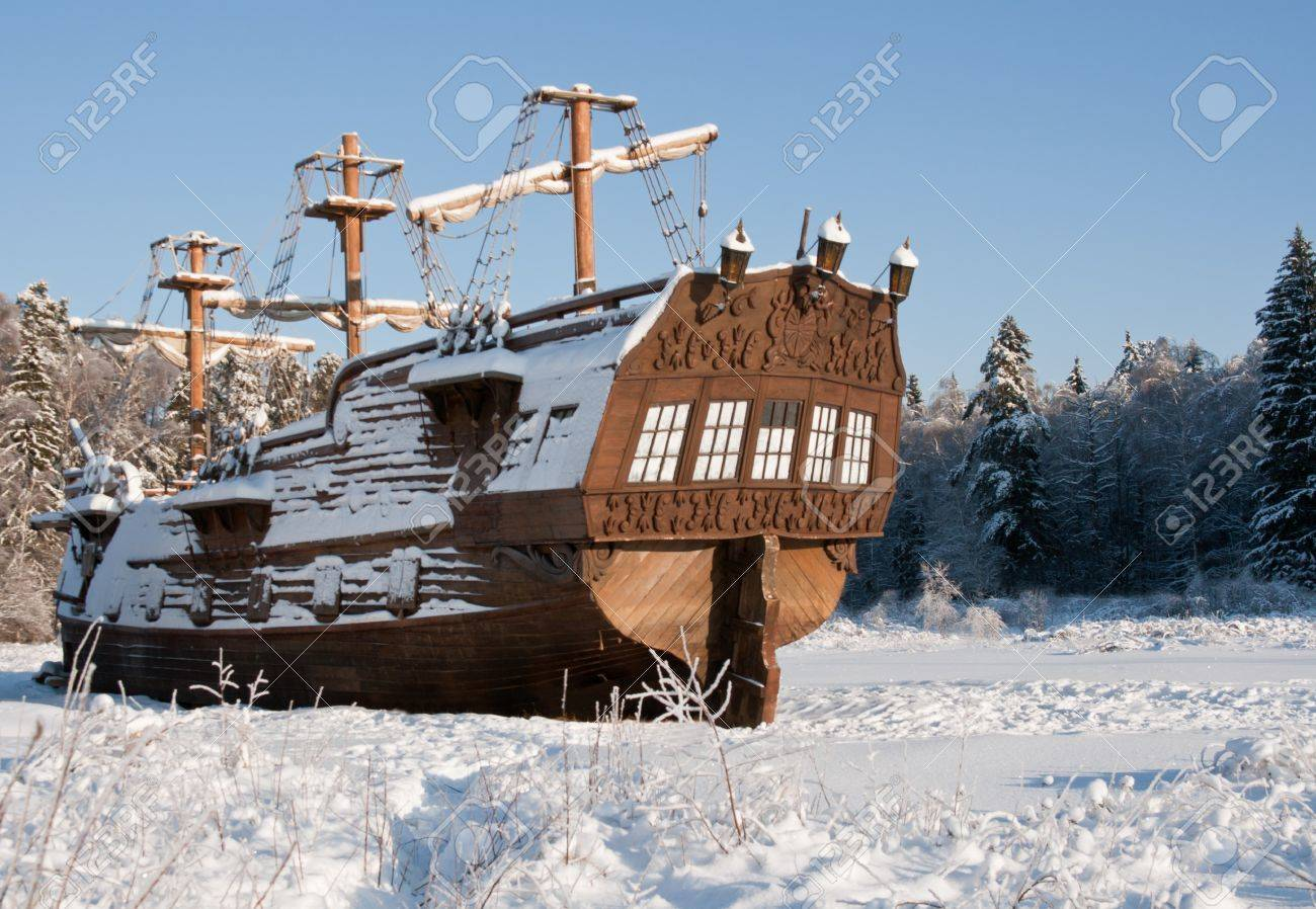 spanish galleon images u0026 stock pictures royalty free spanish