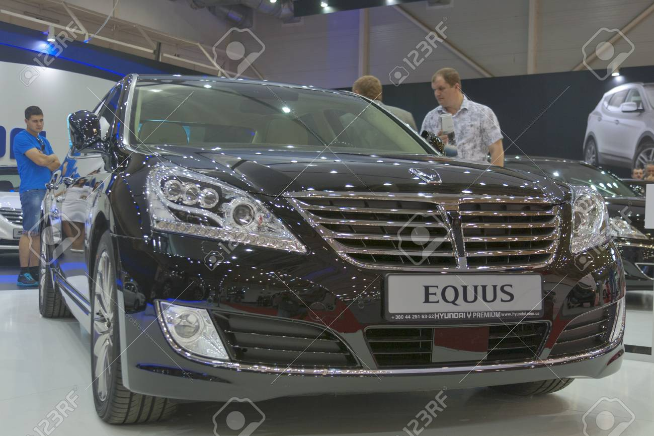 Exhibition Booth Sia : Kiev ukraine may visitors visit hyundai booth with korean