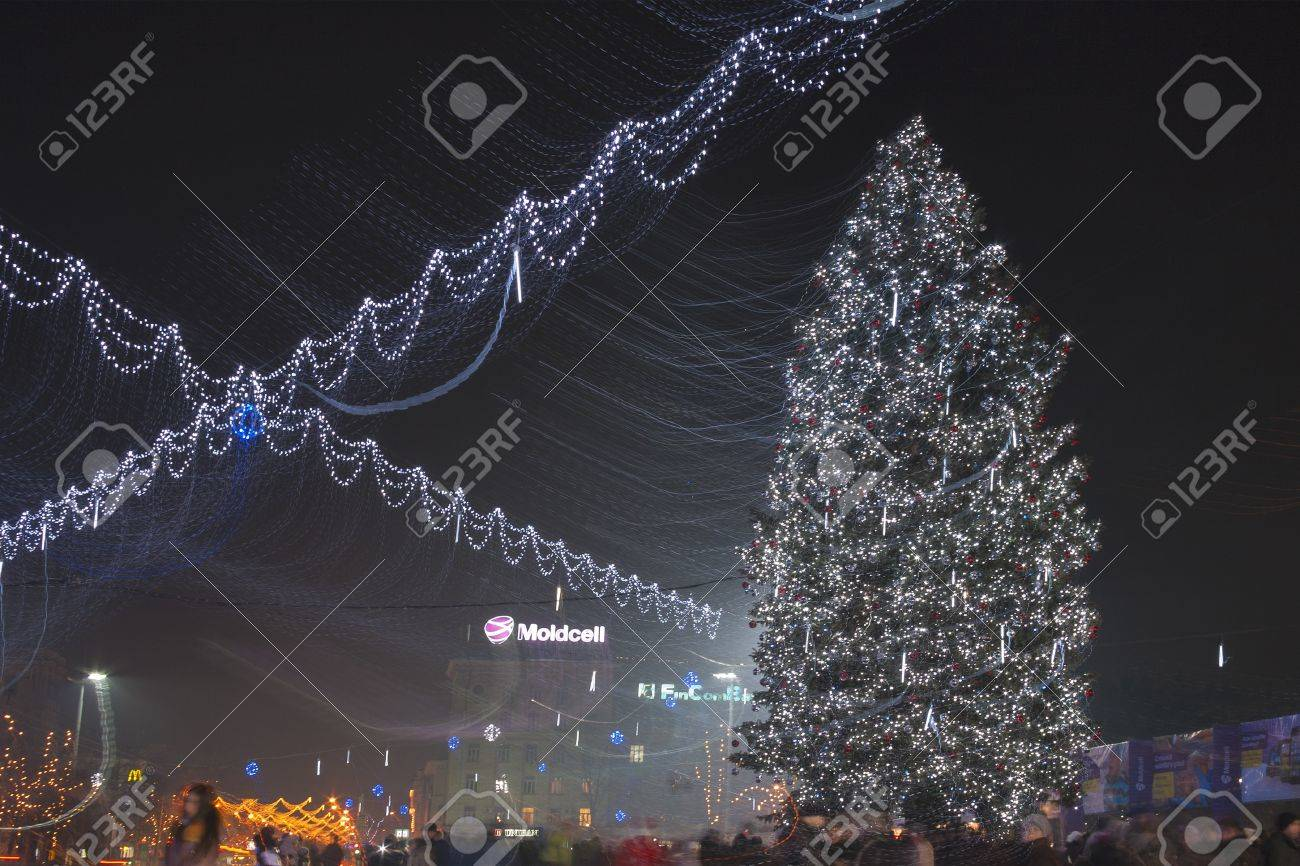 Chisinau Moldova January 02 People Walk Near Christmas Tree