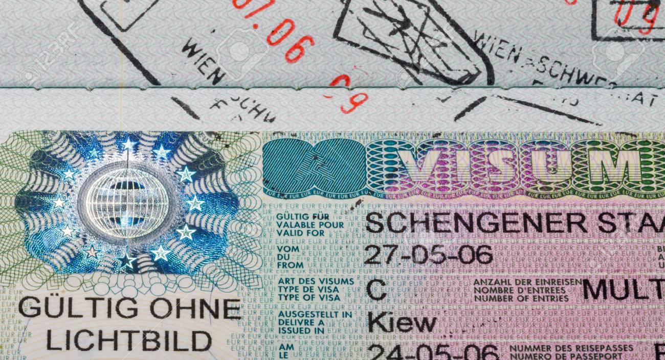 Schengen Visum Im Paß Großansicht Makro, Österreich Schengen. Mit Zeichen  Gültig Ohne Foto