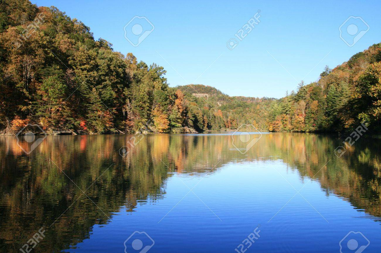 early fall reflection in Mill Creek Lake, Natural Bridge State Park, Kentucky with the leaves just starting to change color Stock Photo - 5772122