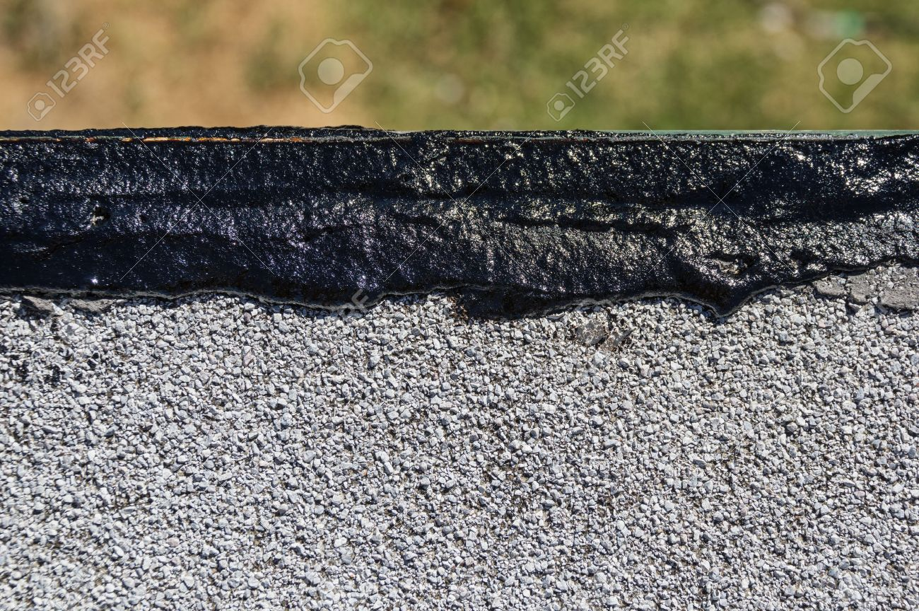 Fresh Tar Roof Wet Patch Along The Edge Of A Flat Roof Stock Photo    32376241