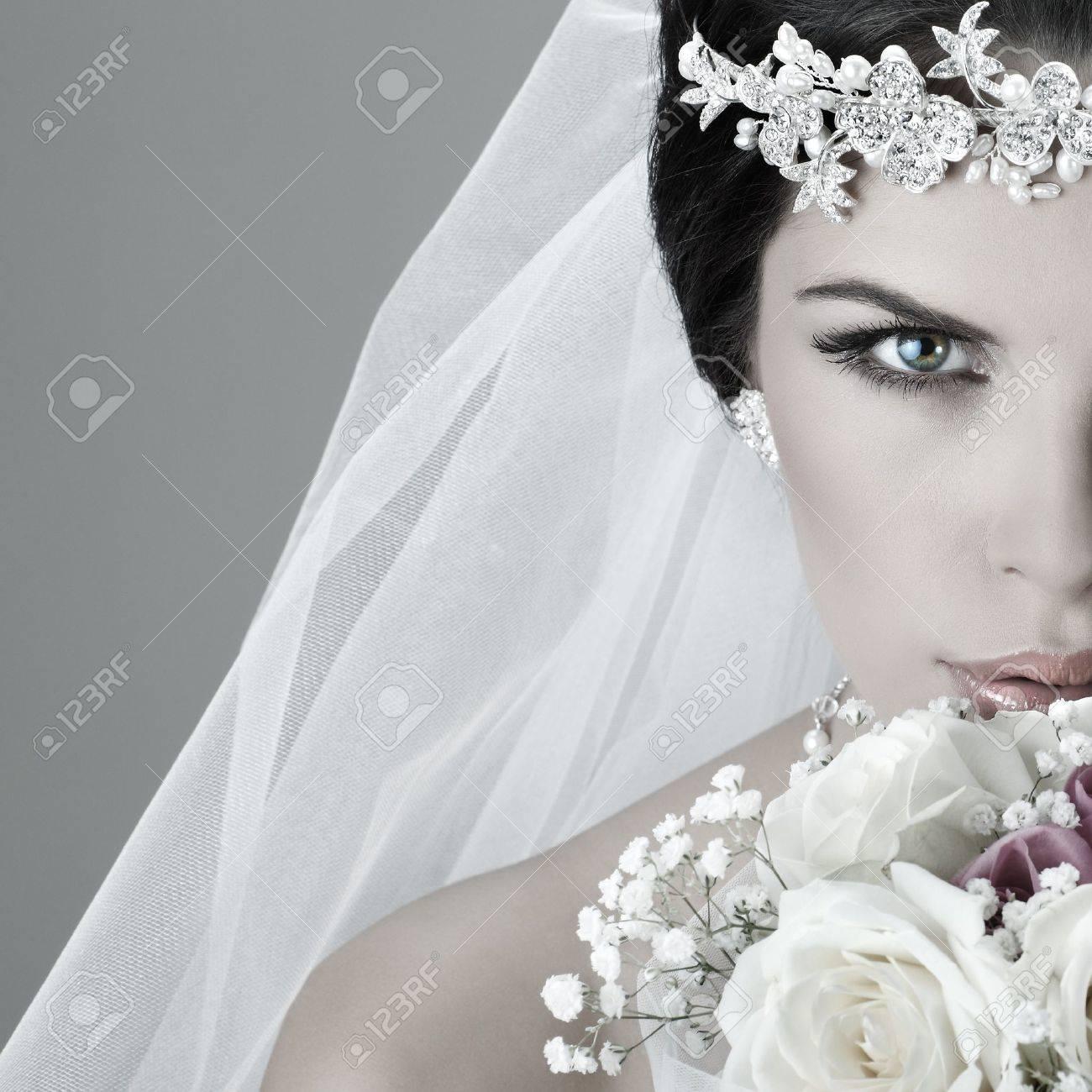 Portrait of beautiful bride. Wedding dress. Wedding decoration Stock Photo - 15309632
