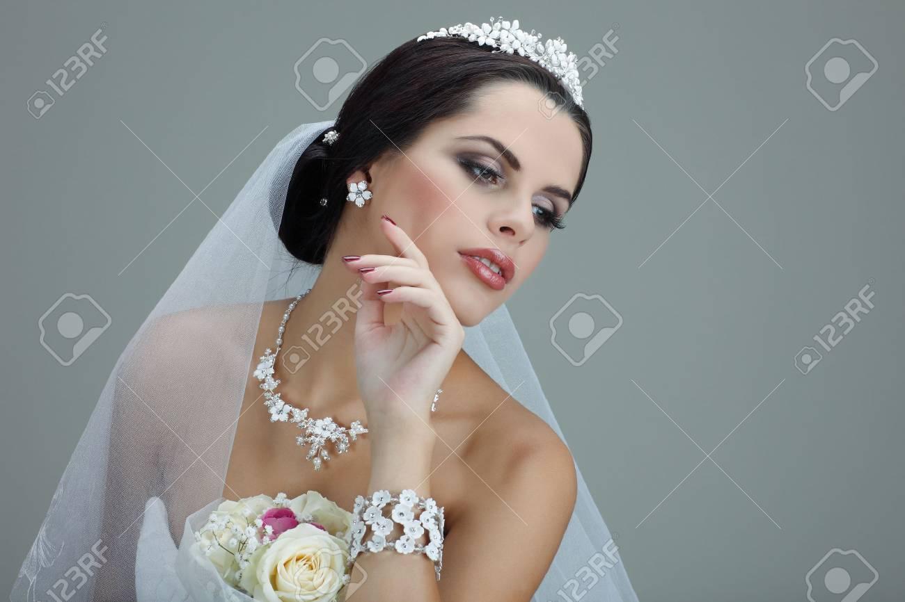 Portrait Der Schonen Braut Hochzeitskleid Hochzeitsdekoration