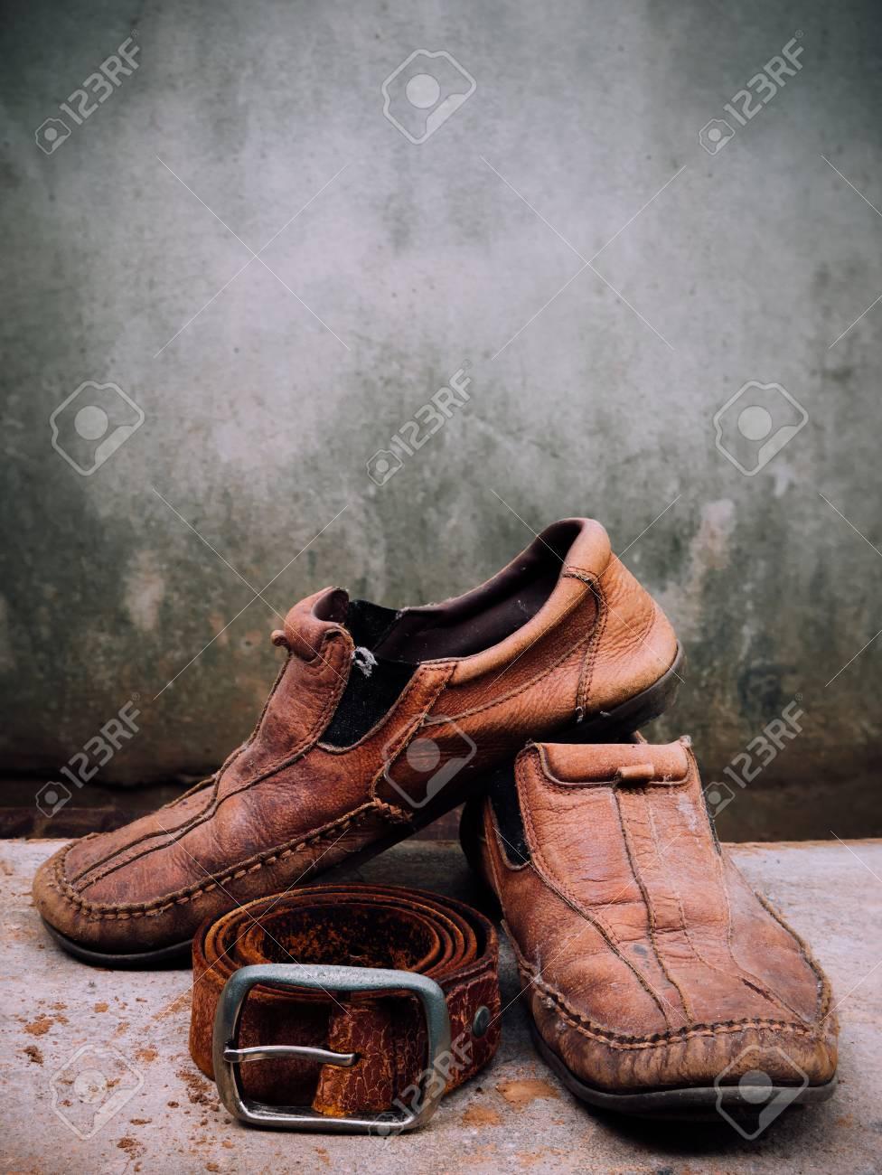 Bodegón O De Cuero Piel Zapatos Mal CinturónEs Sucia Nuevos Y EstadoHora Repararlos Cambiar Más Viejo En LSGqzVUMp