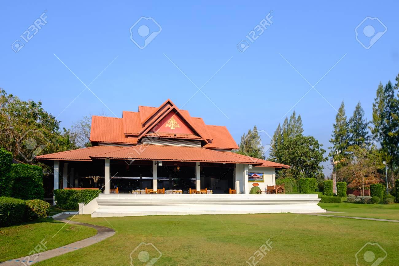Khon Kaen, Tailandia - 22 febbraio 2017: La località di soggiorno ed hotel  di lusso di Rachawadee nell\'hotel tailandese di stile a Khon Kaen, ...