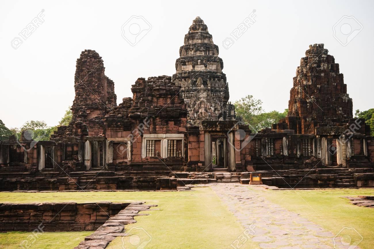 Ancient buddhist temple Stock Photo - 17337820