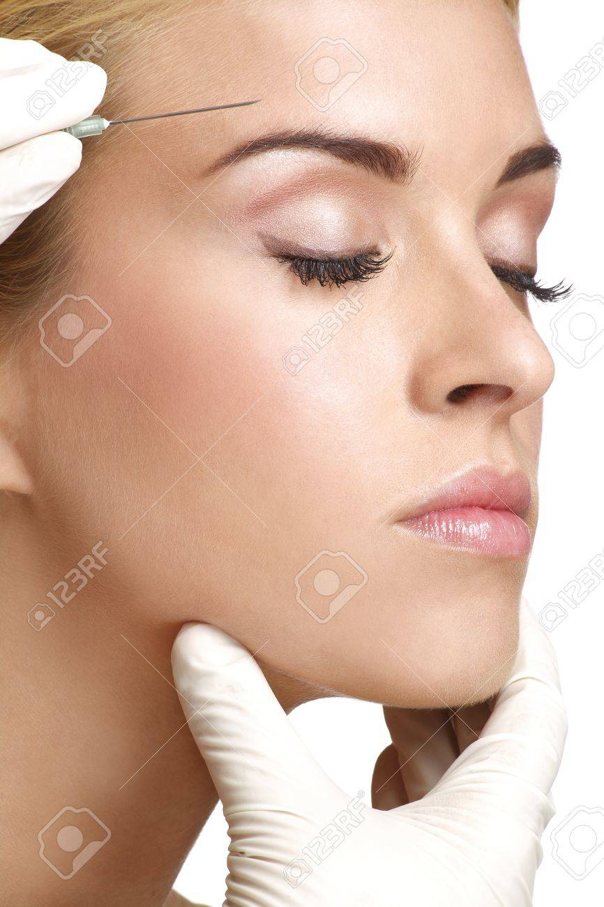 beauty woman close up injecting cosmetic treatment - 20174172