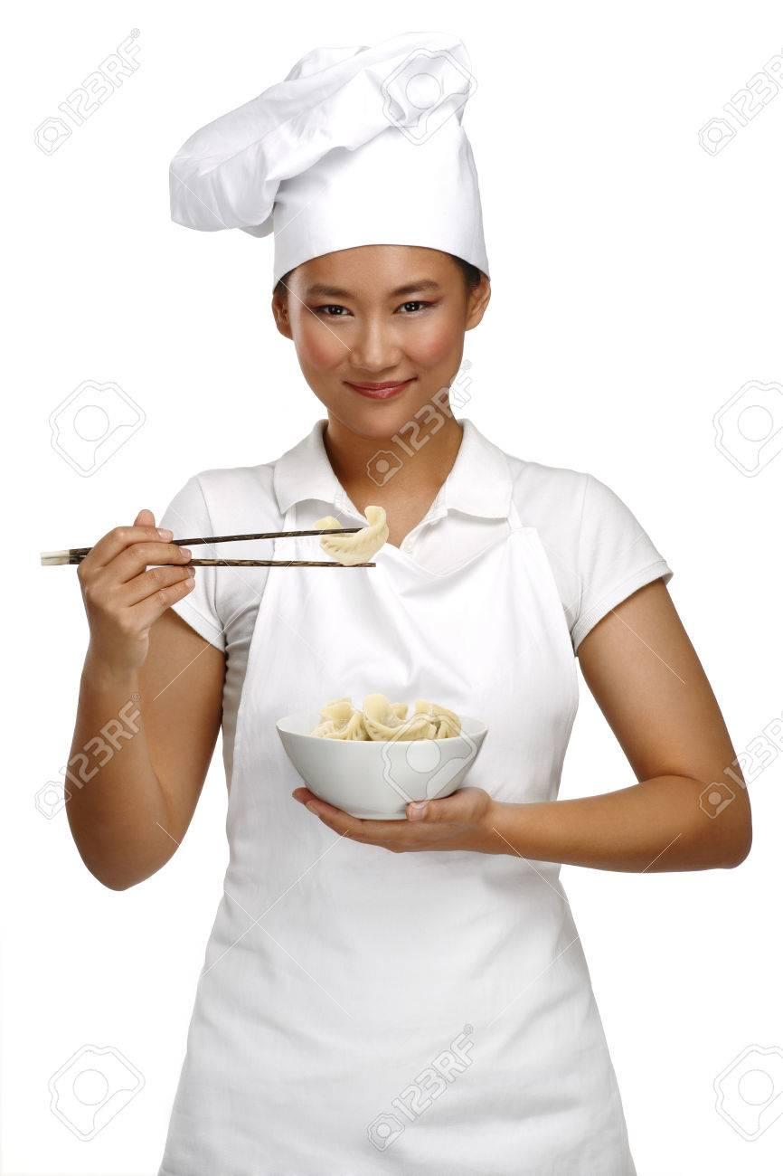 Glücklich Lächelnd Asiatische Chinesische Frau Koch Bei Der Arbeit ... | {Koch bei der arbeit 45}