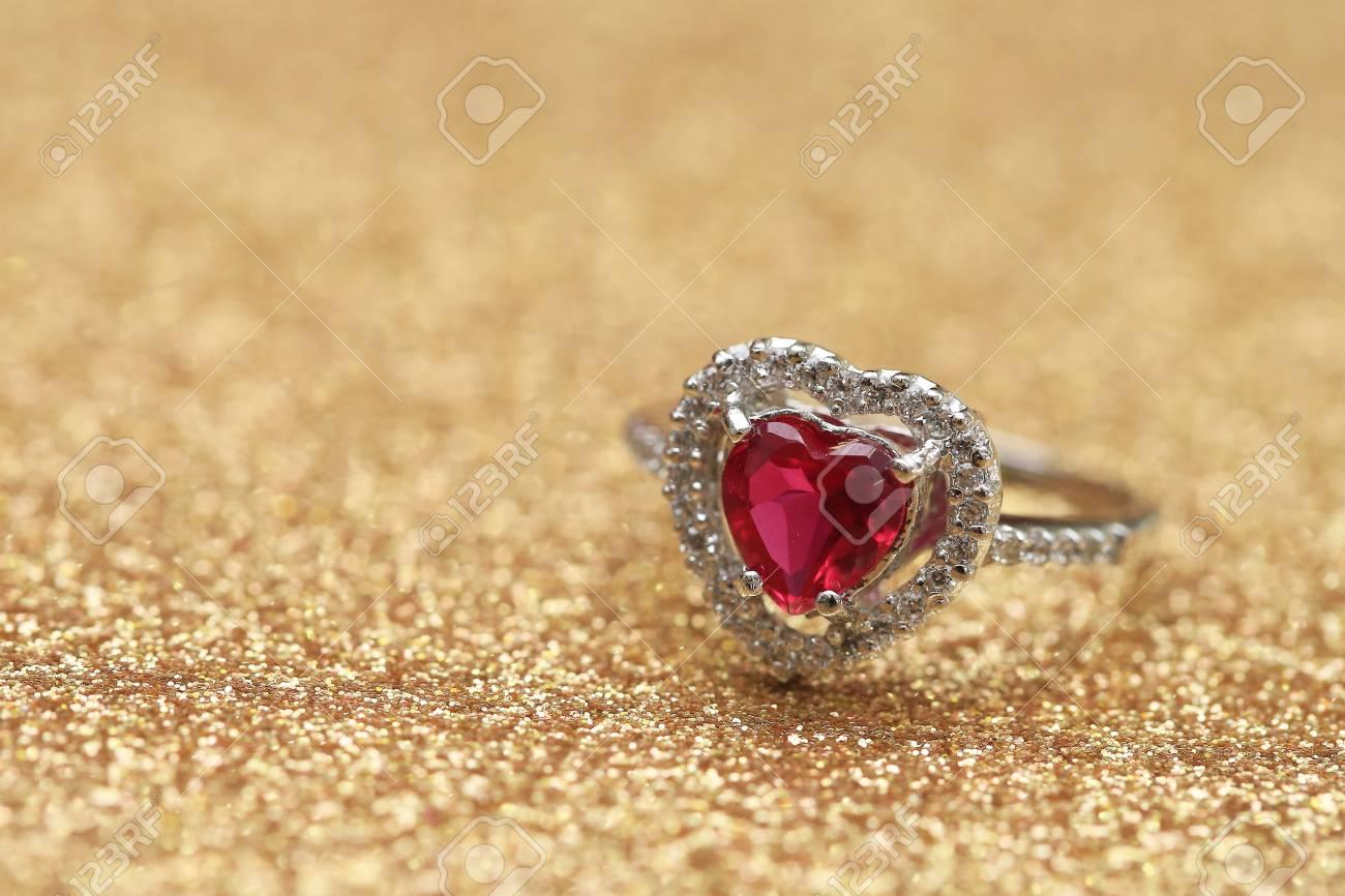 bague diamant et pierre precieuse