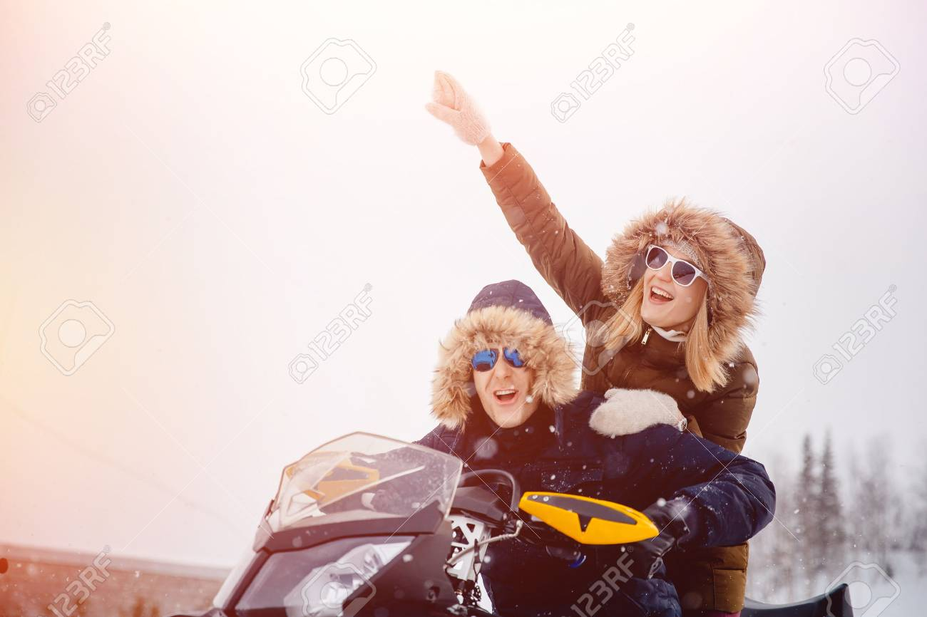 Lovers. Winter activities for the family. Concept winter, Christmas holidays. - 89203786