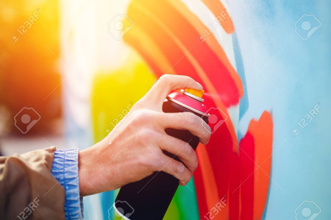 Artist graffiti with a balloon paint in his hands draws on the wall Stock Photo - 88487585