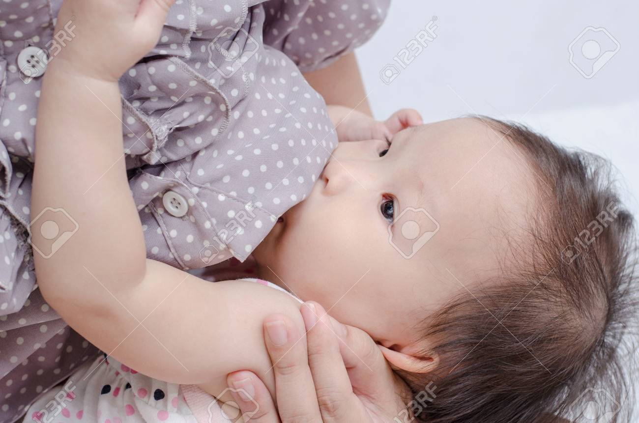 Asian mom breast feeding her baby girl Stock Photo - 30521050