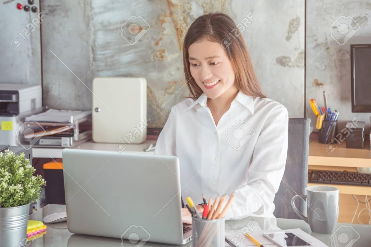 Beautiful asian woman working in office - 87860055