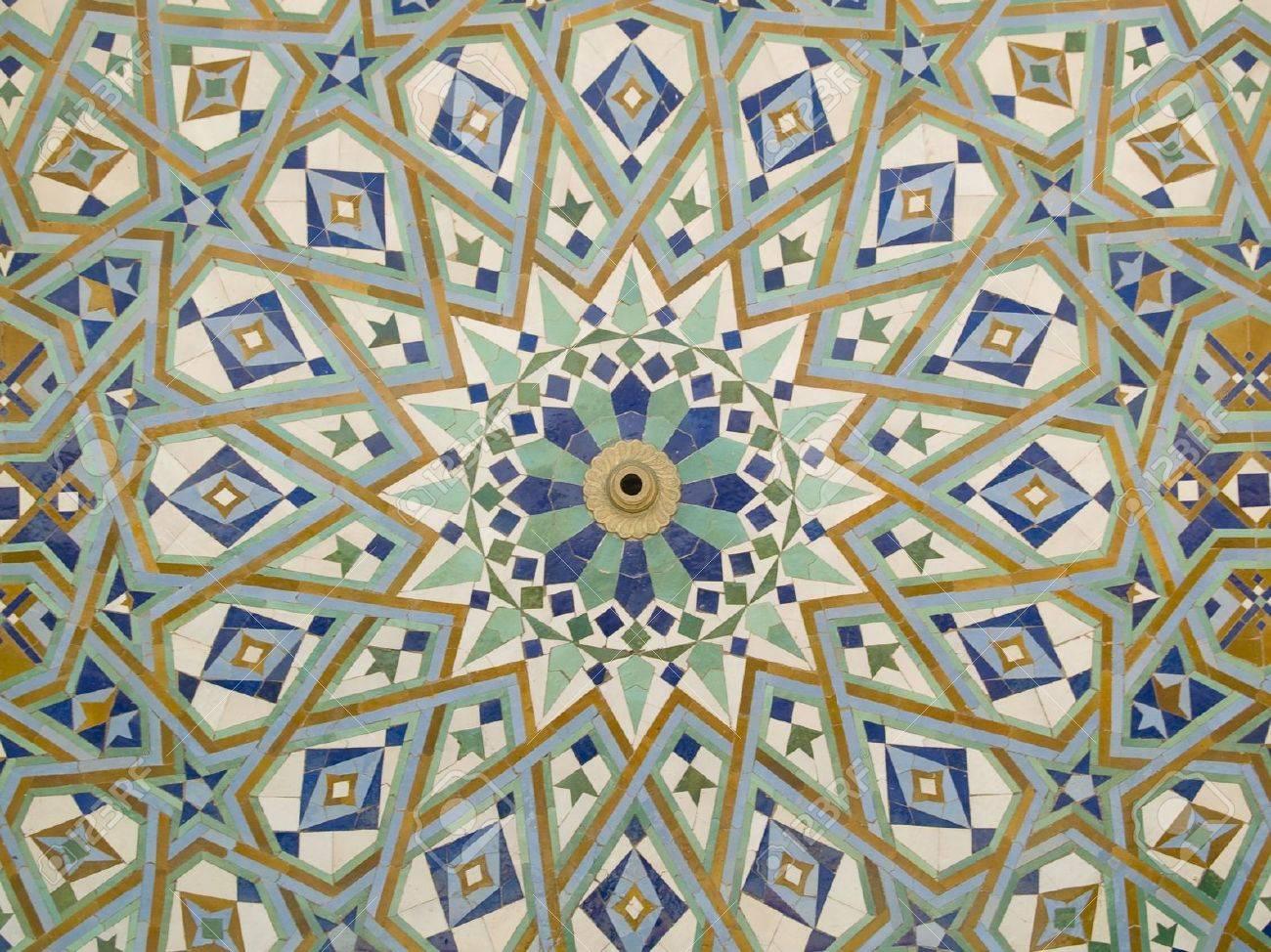 Mozaïek van de oosterse decoratie op de muur in de moskee van