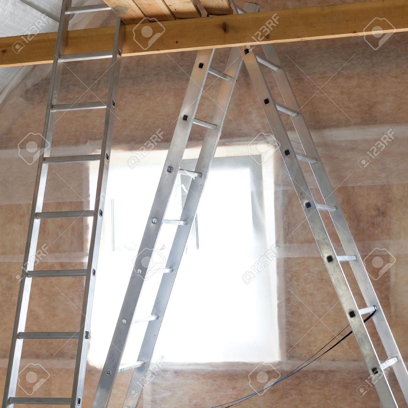 Innendammung Der Wand In Holzhaus Gebaude Im Bau Lizenzfreie Fotos