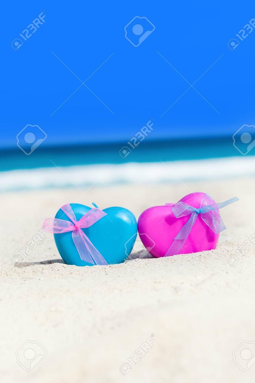 Immagini Stock Cuori Di Decorazione Sulla Spiaggia Sabbiosa Con