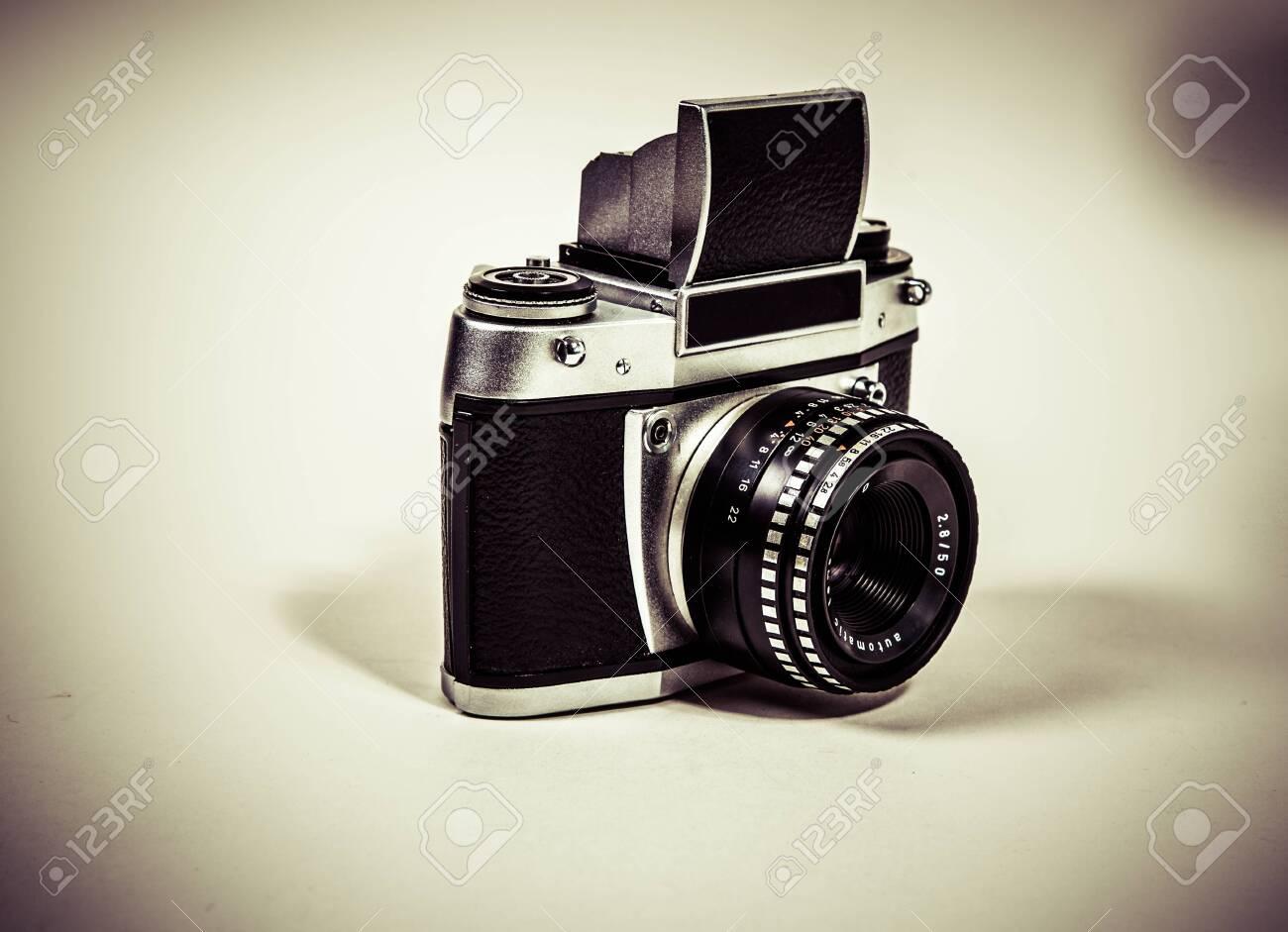 Analog camera Standard-Bild - 30153862